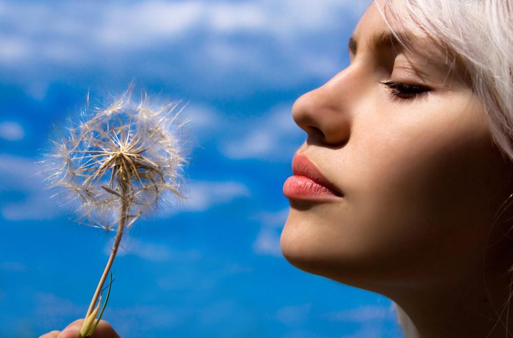 נשירת שיער אצל נשים – מהם הגורמים?