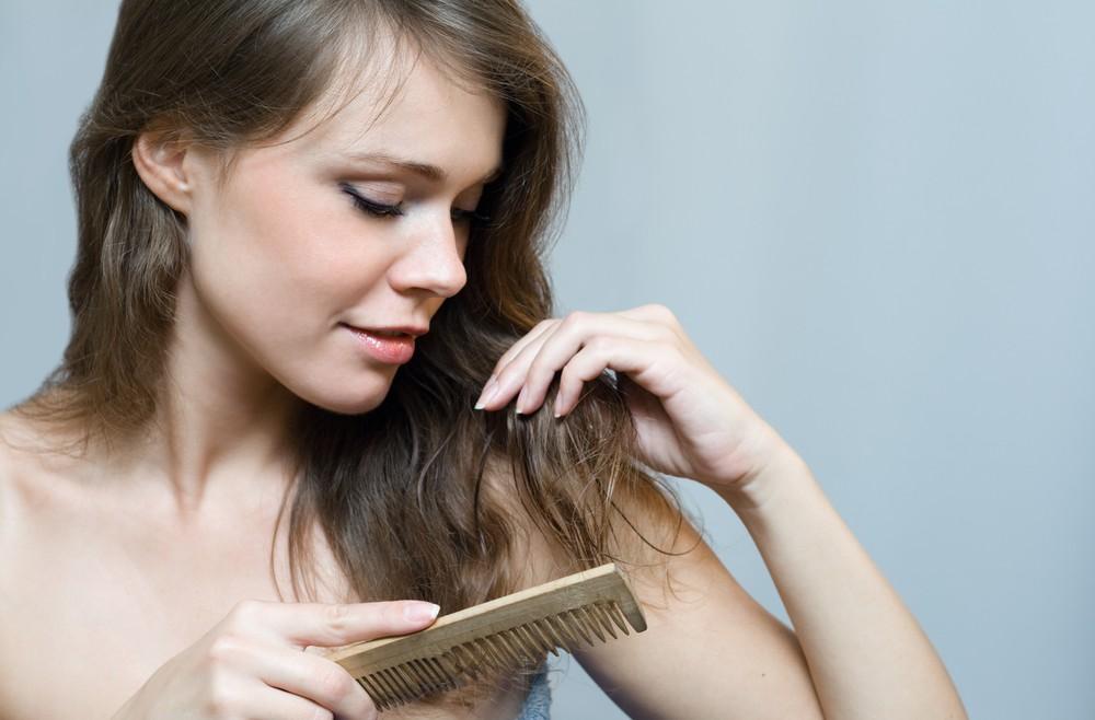 הקשר בין נשירת שיער ובעיות עיכול